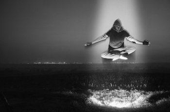 posturas de yoga que te ayudarán a aumentar tu energía head wb