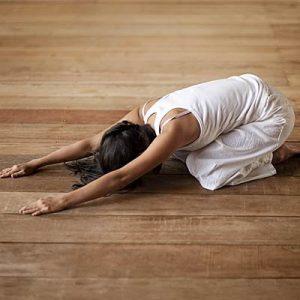 balasana posturas de yoga para personas sin flexibilidad