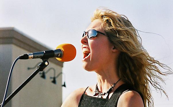 maneras de combatir el estrés de forma natural cantar