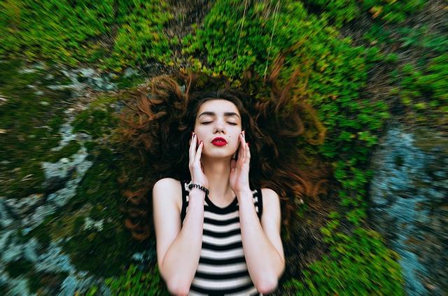yoga facial en casa para rejuvenecer el rostro head