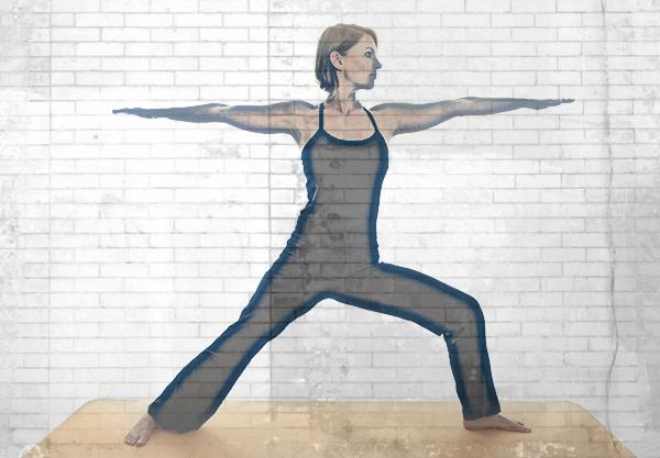 pies en las posturas de yoga-postura-del-guerrero-2
