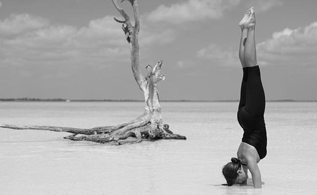 3 Posturas Avanzadas De Yoga Con Beneficios Inesperados