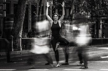 posturas de yoga para aliviar tu ciática head byn